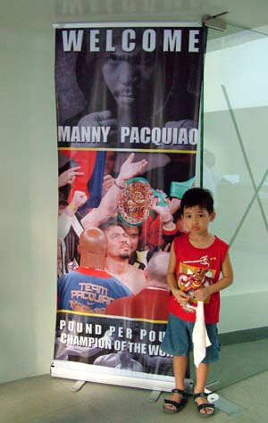 manny pacquiao in makati1.JPG